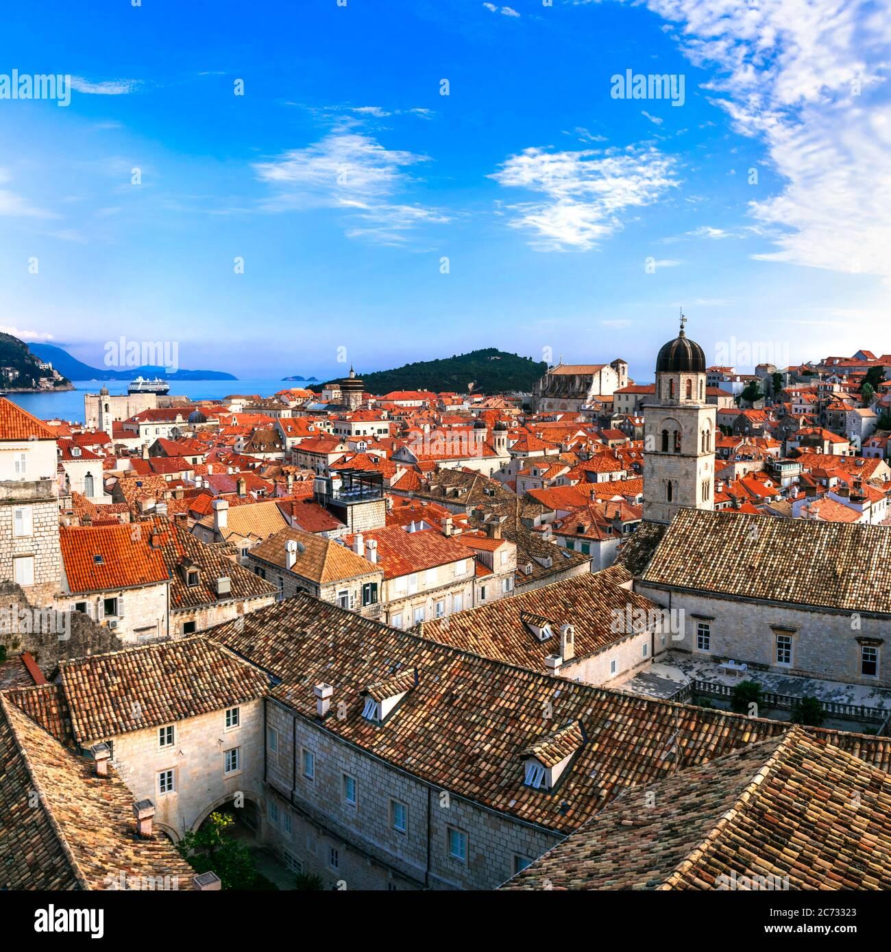 Croazia viaggio. Dubrovnik. Vista dalle mura della città nel centro storico della città Foto Stock