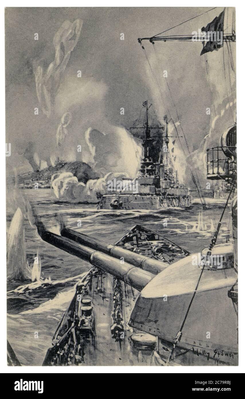 Cartolina storica tedesca: Bombardamento di Scarborough da parte di navi da guerra tedesche. Pistole del calibro principale sparano nella città inglese, il 16 dicembre 1914 Foto Stock