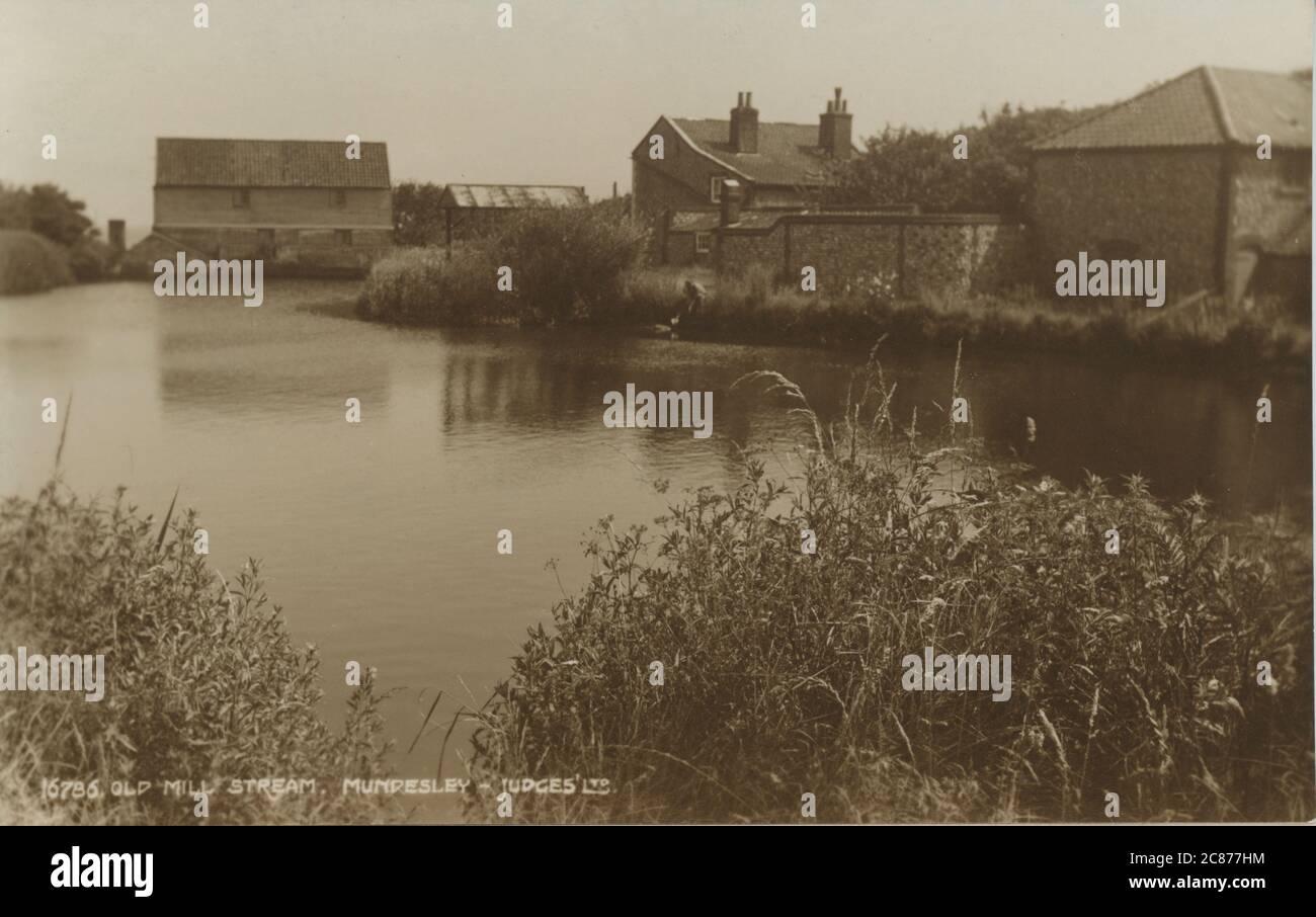 The Old Mill Stream, Munseley, Cromer, Norfolk, Inghilterra. Foto Stock