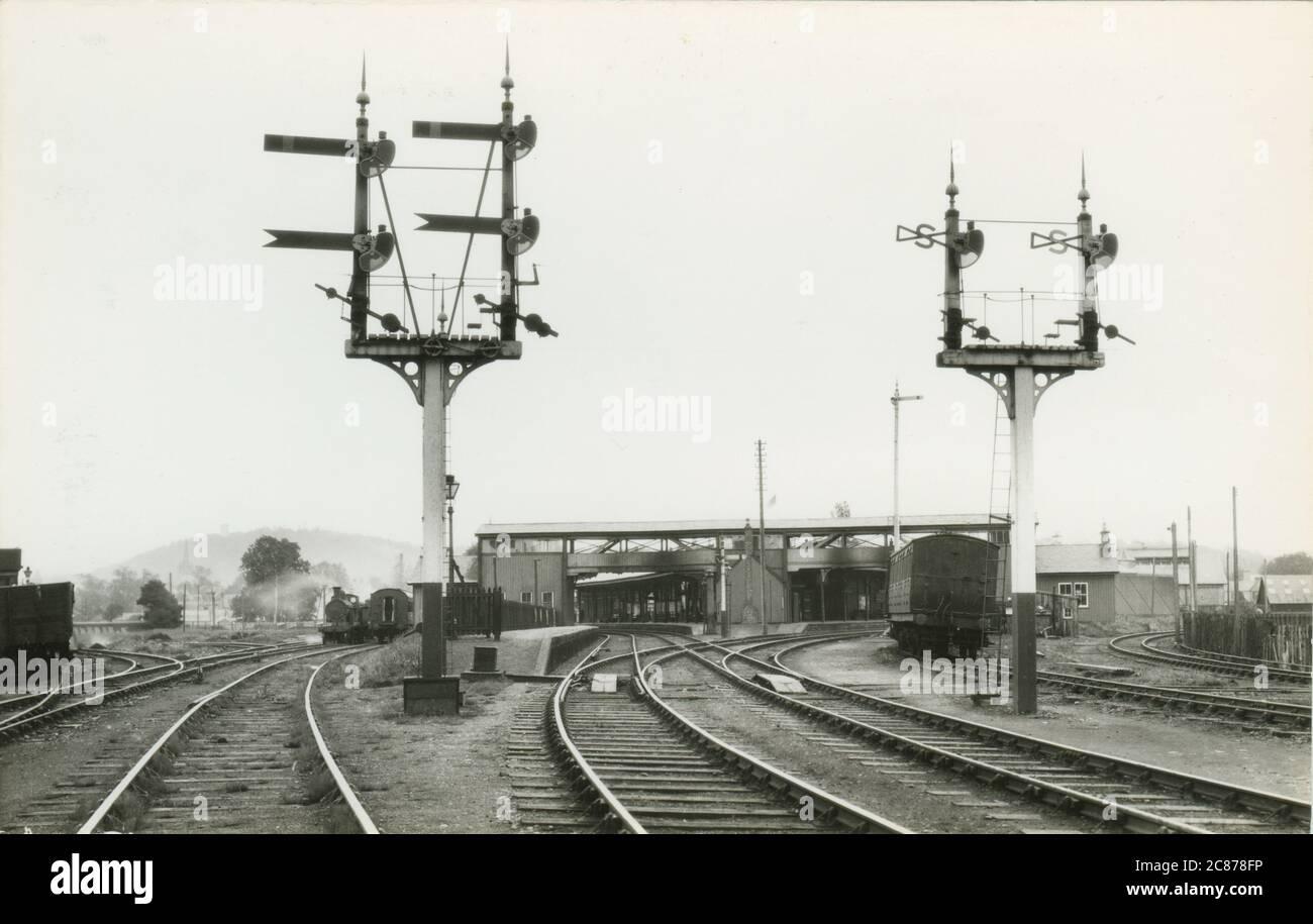 Stazione ferroviaria - Mostra HR 96), Forres, Morray, Inverness, Scozia. Data: 1934 Foto Stock