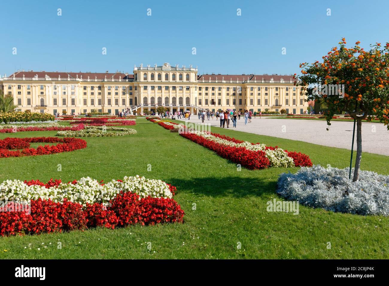 Schonbrunn palazzo, un ex residenza imperiale estiva. Il palazzo e i giardini di Schonbrunn sono dichiarati patrimonio dell'umanità dall'UNESCO Foto Stock