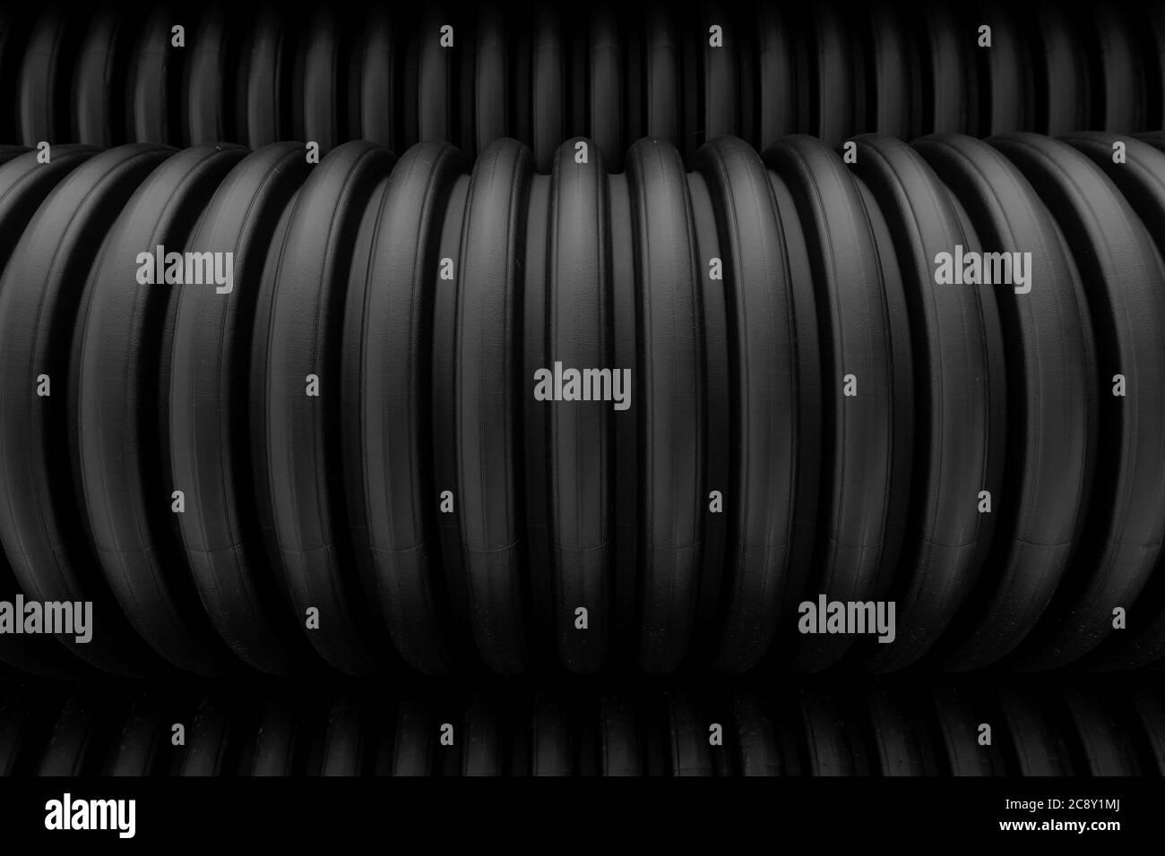 Tubi di plastica industriale tubi corrugati fondo. Bianco e nero. Foto Stock