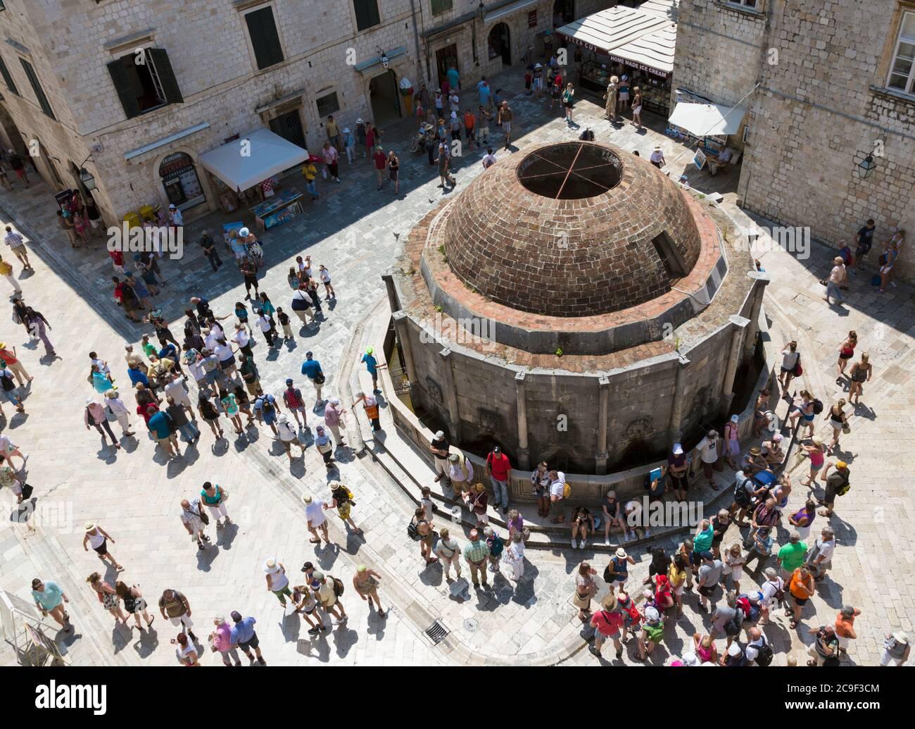 Dubrovnik, Dubrovnik-Neretva County, Croazia. La grande fontana di Onofrio. La città vecchia di Dubrovnik è un sito Patrimonio Mondiale dell'UNESCO. Foto Stock