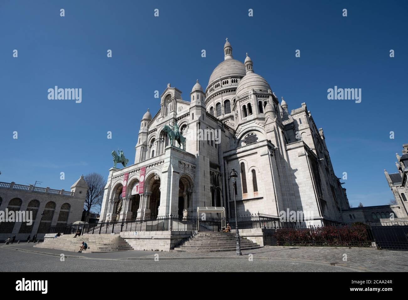 Parigi, vista della Basilica del sacro cuore nel quartiere di Montmartre Foto Stock