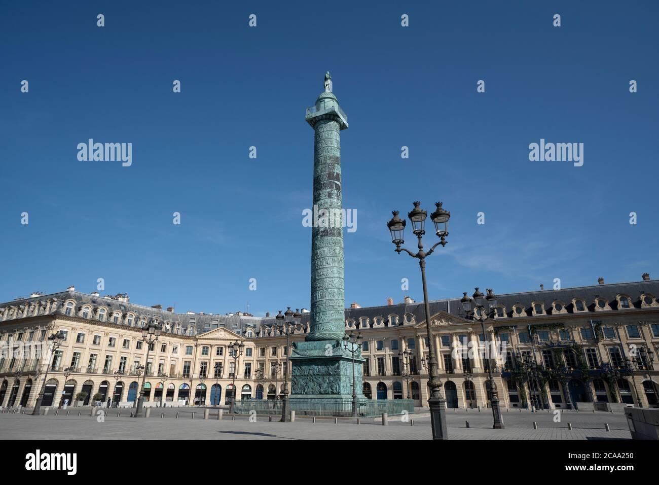Francia, Parigi, maggio, Vista di Place Vendome con colonna Vendome Foto Stock