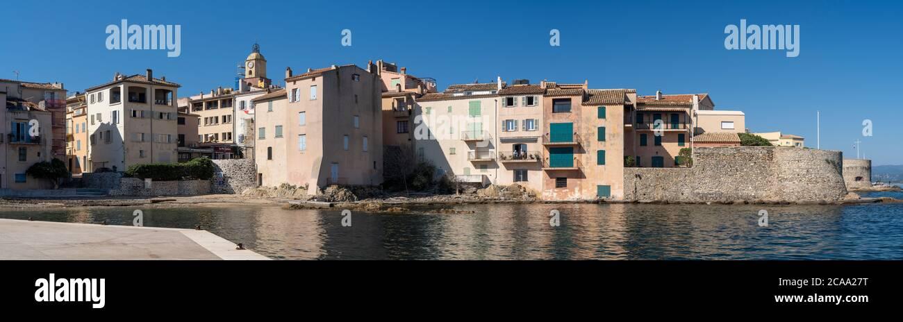 Il famoso villaggio di Saint Tropez situato sulla costa azzurra nel dipartimento del Var. La ponche spiaggia Foto Stock