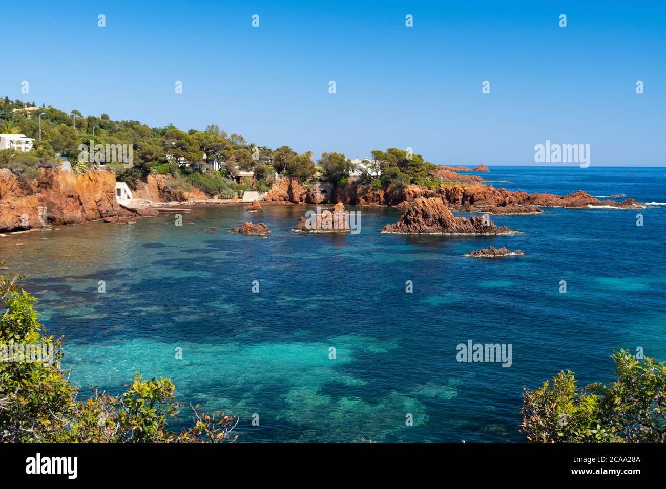Villaggio tra le rocce rosse di Esterel Massiccio-Francia Foto Stock