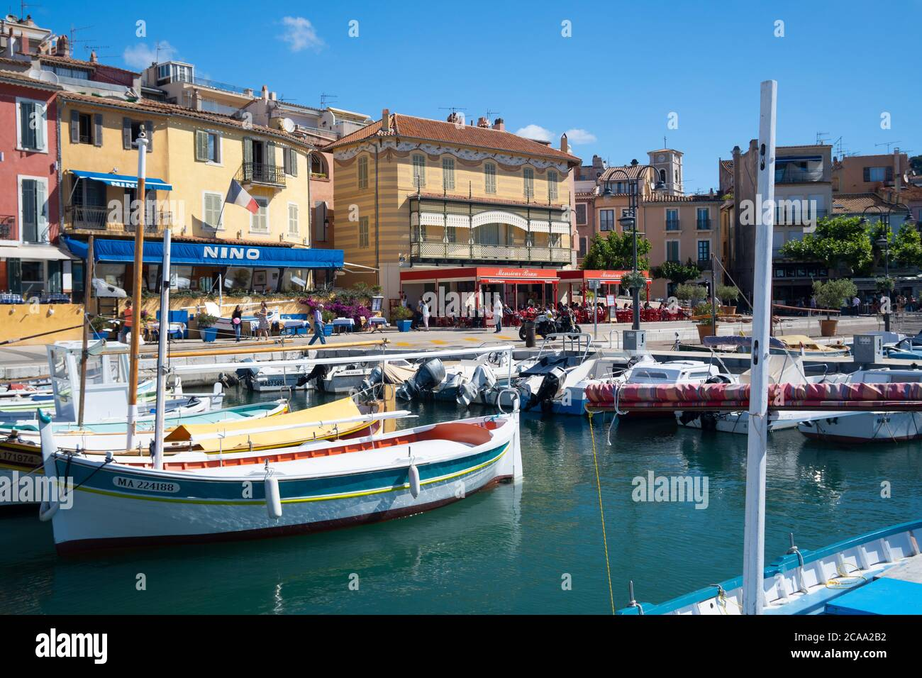 Vista di Cassis, un villaggio di pescatori situato vicino a Marsiglia Foto Stock