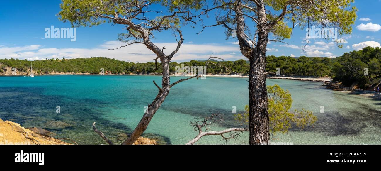 Francia, Costa Azzurra, vista di Cap Leoube e la spiaggia di Estagnole vicino Bormes les Mimosas, Foto Stock