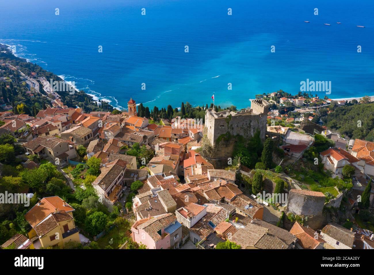 Francia, Nizza, veduta aerea del villaggio collinare di Roquebrune Cap Martin. Foto Stock