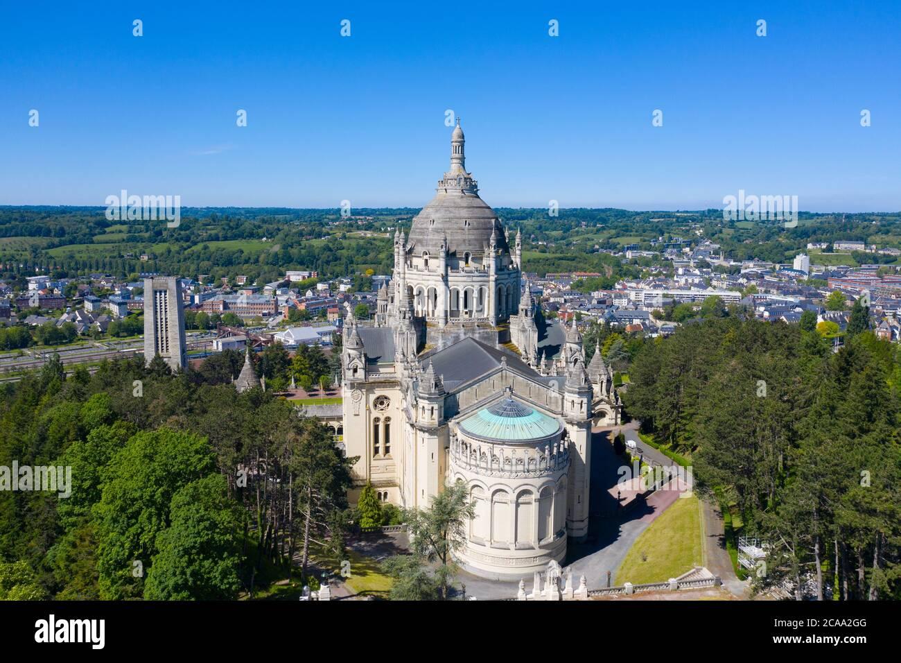 Veduta aerea della Basilica di Santa Teresa di Lisieux in Normandia Francia Foto Stock