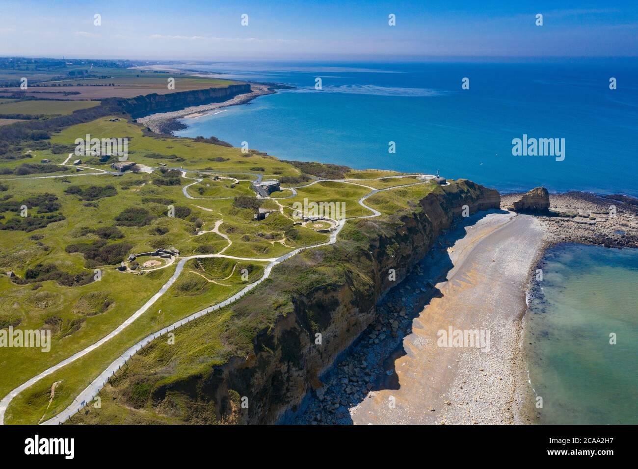 Vista aerea di Pointe du Hoc sulla costa della Normandia, famoso sito della seconda guerra mondiale Foto Stock