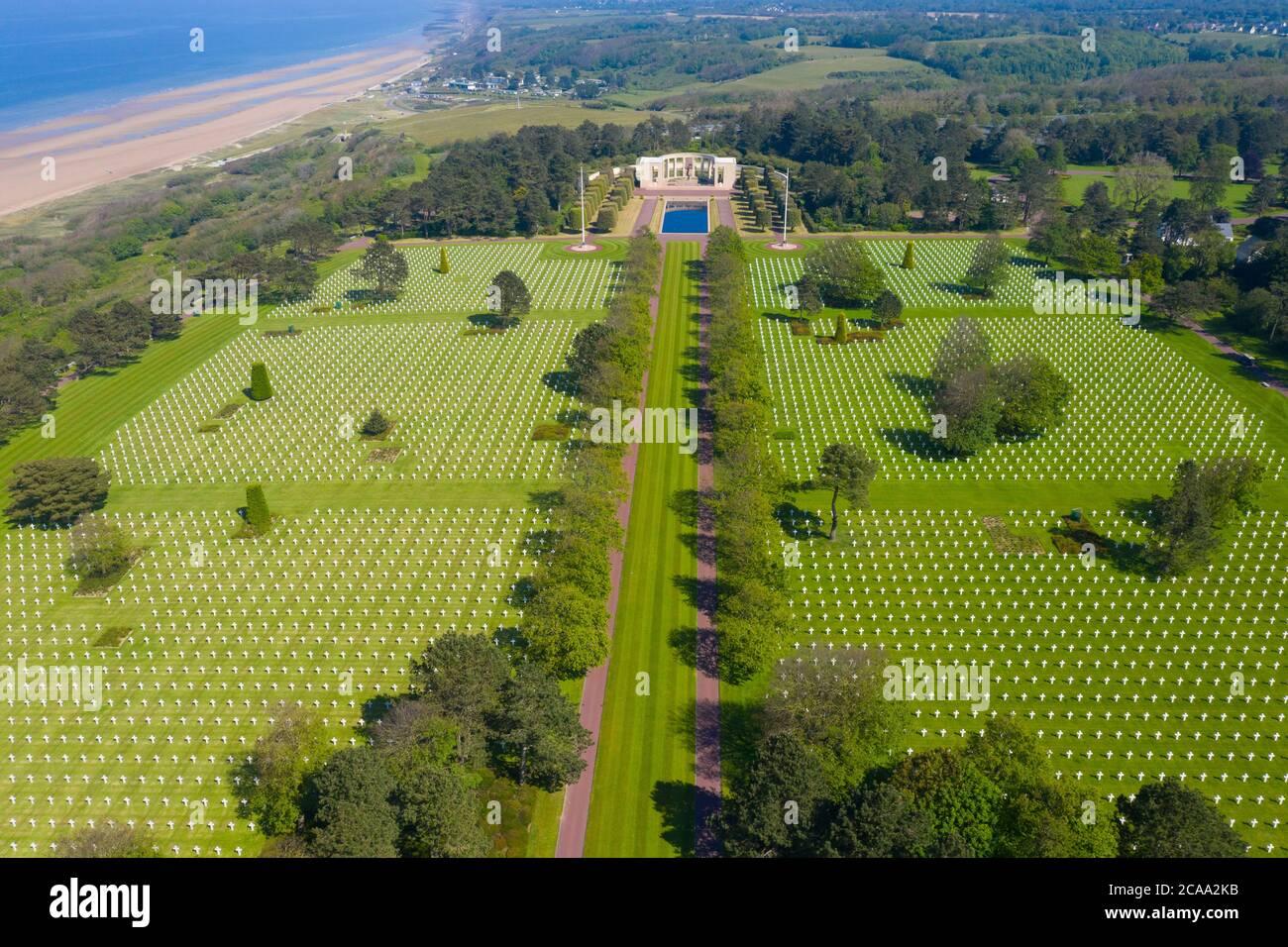 Veduta aerea del Cimitero di Guerra Americano a Omaha Beach, Normandia (Colleville-sur-Mer). Foto Stock