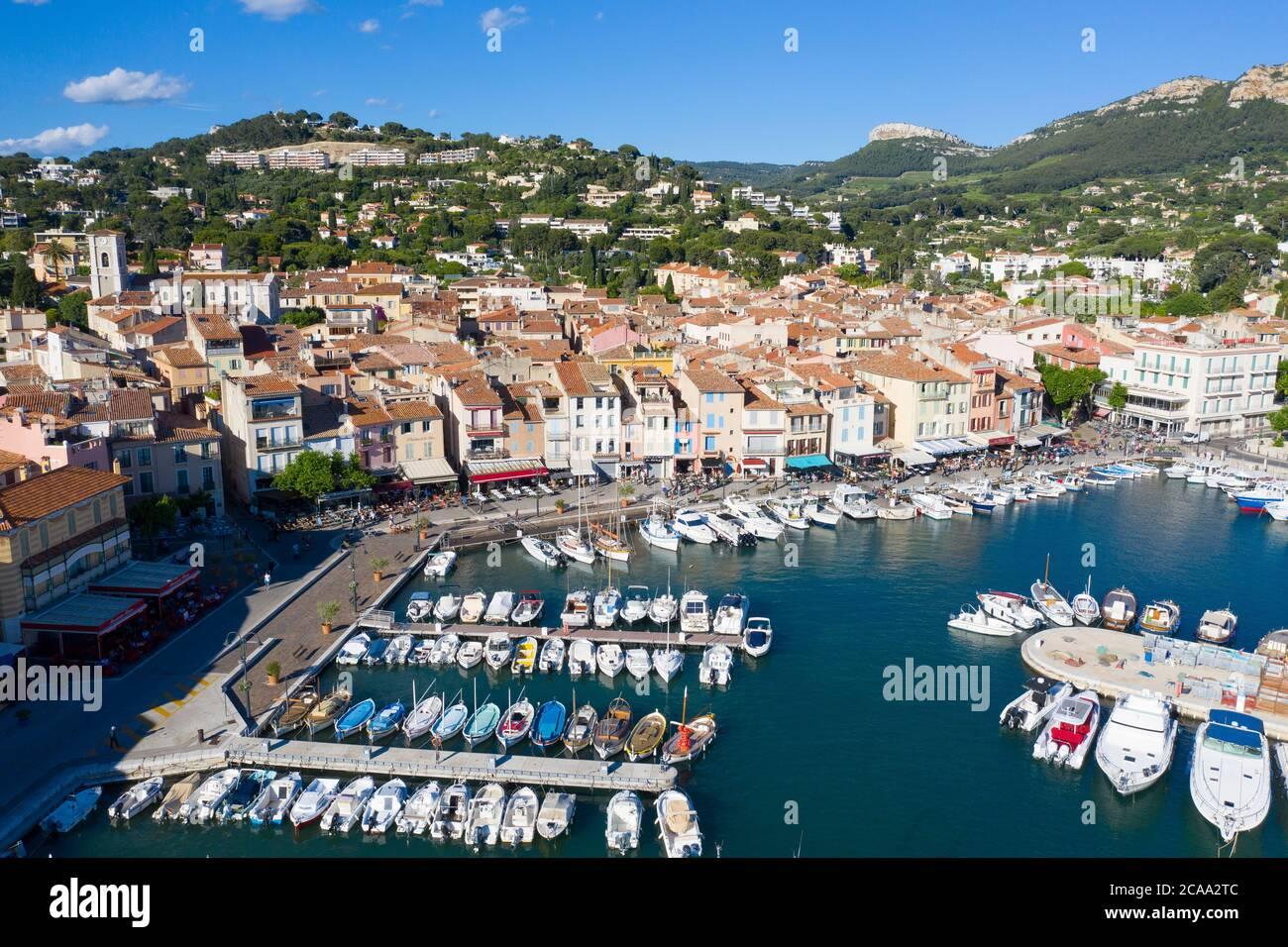 Vista aerea di Cassis, un villaggio di pescatori situato vicino a Marsiglia Foto Stock