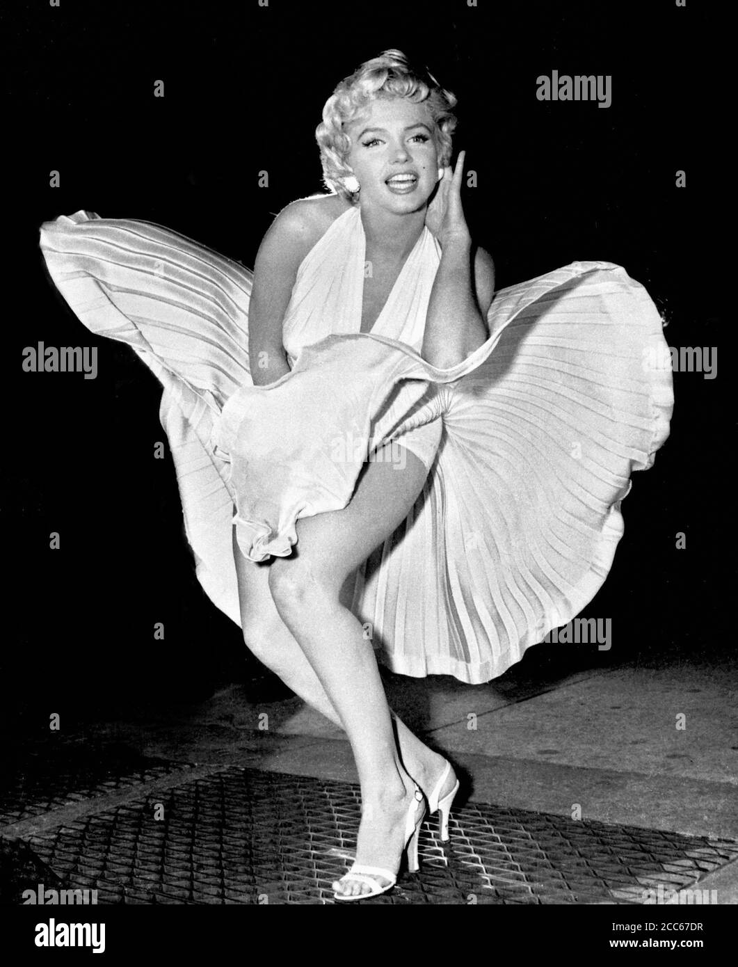 Marilyn Monroe con gonna bilowing. Scatto iconico dell'attrice americana scattata nel 1954, mentre filmava il Seven Year itch a New York City. Foto Stock