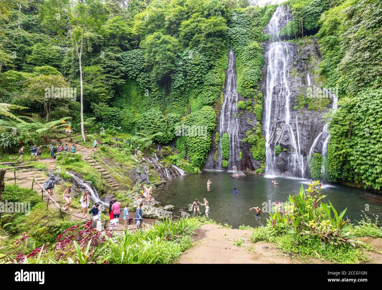 Banyumala doppia cascata è una delle più belle cascate di Bali, Indonesia. Nonostante la sua incredibile bellezza naturale, la cascata di Banyumala è ancora Foto Stock