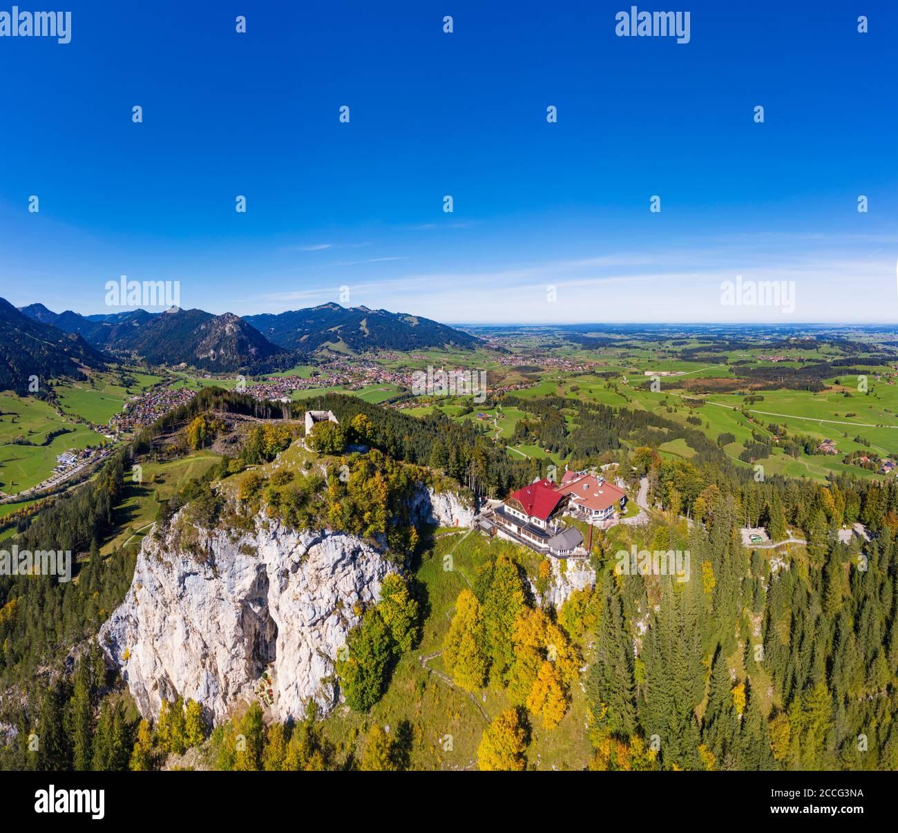 Rovine del castello di Falkenstein e Falkenstein Castle Hotel, sul retro Pfronten, Ostallgäu, Allgäu, vista aerea, Svevia, Baviera, Germania Foto Stock