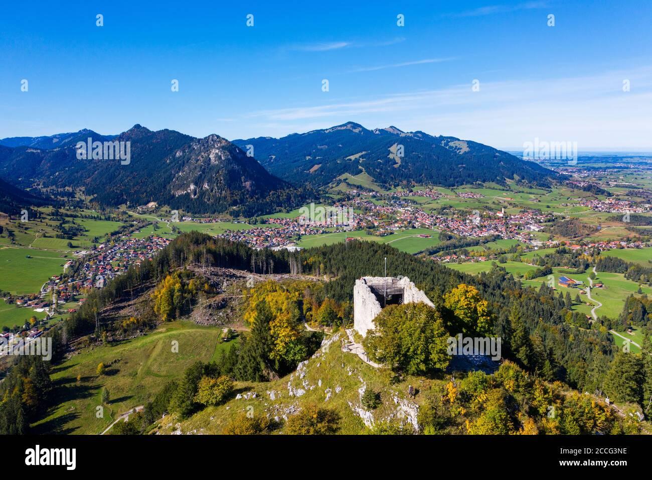Rovine del castello di Falkenstein, Pfronten, Ostallgäu, Allgäu, vista aerea, Svevia, Baviera, Germania Foto Stock
