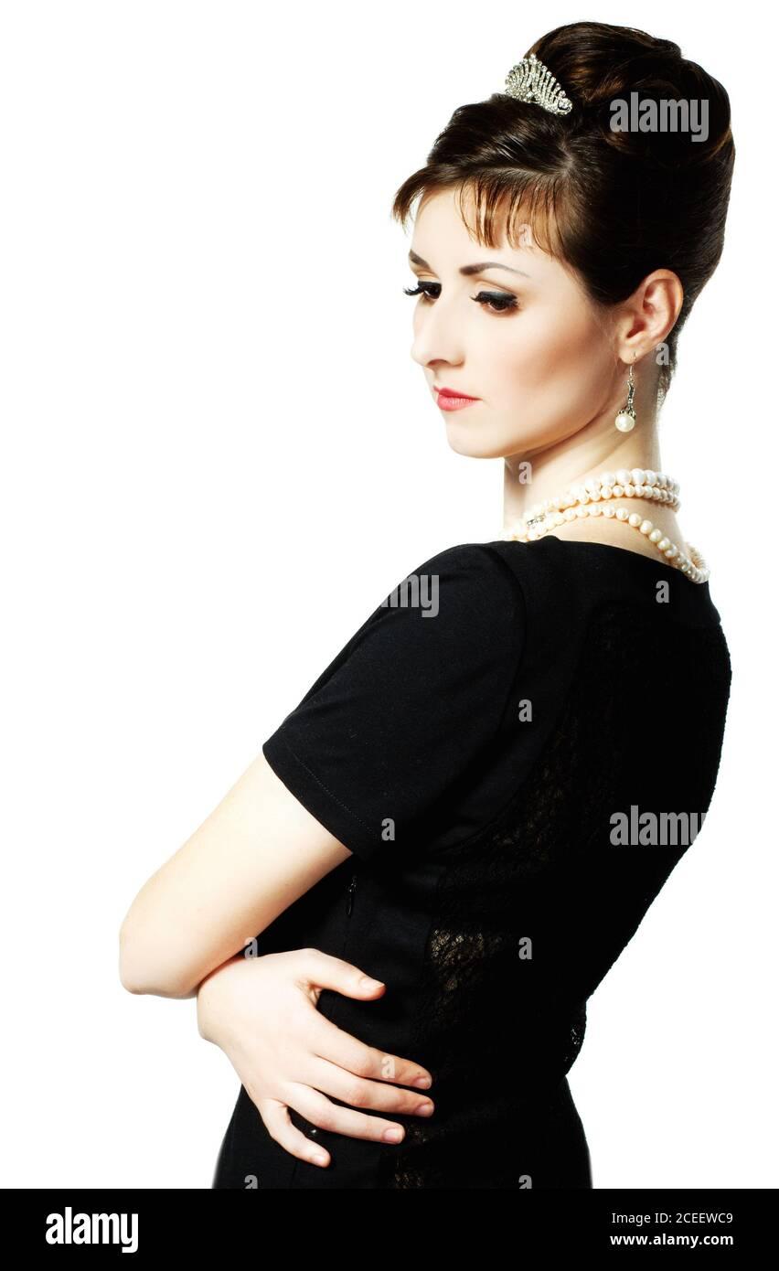 vintage Ritratto di una bella giovane ed elegante donna. La ragazza nell'immagine di Audrey Hepburn. Foto Stock