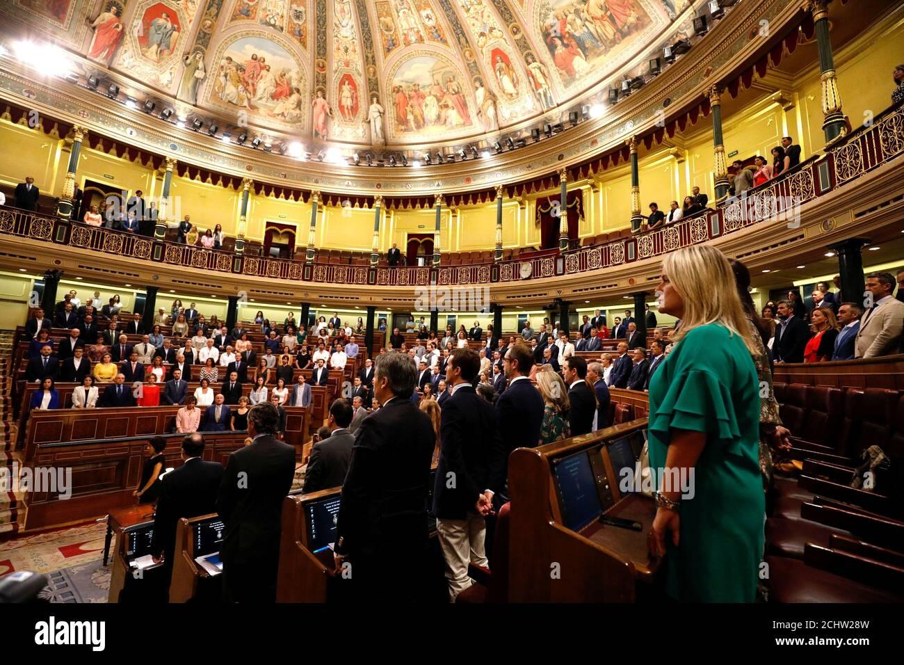 I parlamentari spagnoli osservano un minuto di silenzio in memoria delle vittime dell'attacco di Barcellona a Madrid, Spagna, 30 agosto 2017. REUTERS/Paul Hanna Foto Stock