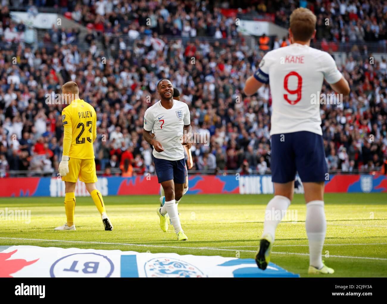 Calcio Calcio - Euro 2020 Qualifier - Gruppo A - Inghilterra contro Bulgaria - Wembley Stadium, Londra, Gran Bretagna - 7 settembre 2019 il Raheem Sterling dell'Inghilterra celebra il suo terzo gol REUTERS/David Klein Foto Stock