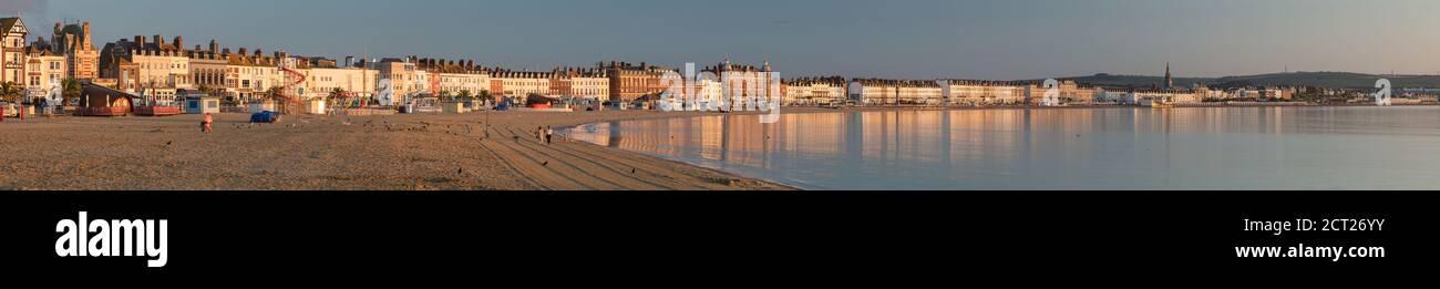 Weymouth Sea Front at Dawn, Jurassic Coast, Dorset, Inghilterra, Regno Unito Foto Stock