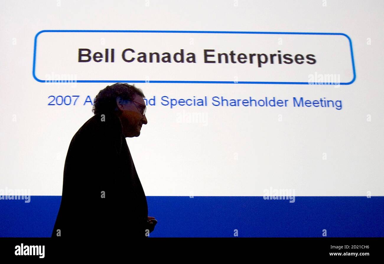 Michael Sabia, president and chief executive officer of Bell Canada Enterprises, enters the company's annual meeting in Montreal June 6, 2007. REUTERS/Christinne Muschi (CANADA) Foto Stock