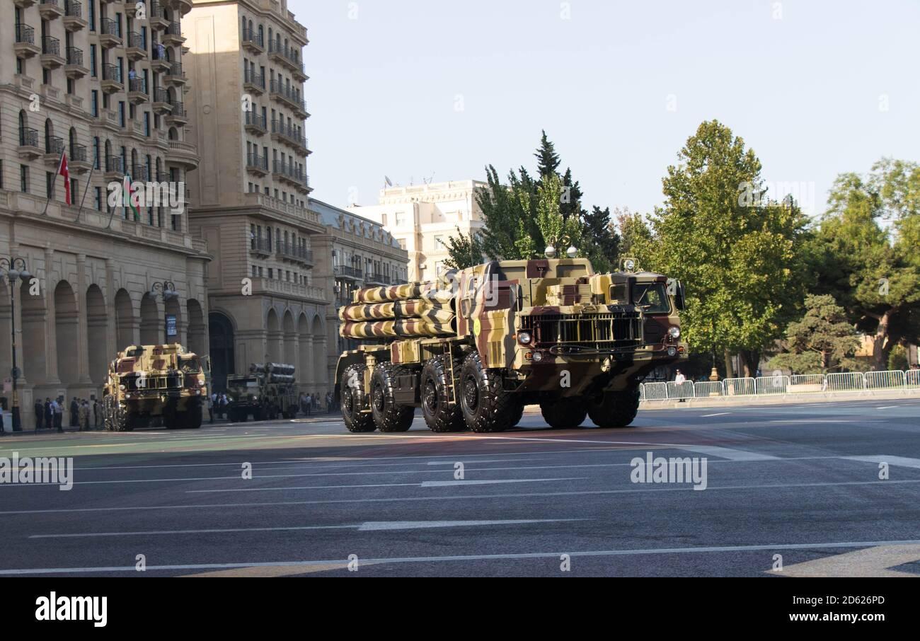 Baku - Azerbaigian, Settembre 2018: Smerch sistema di lancio multiplo razzo durante una sfilata Foto Stock