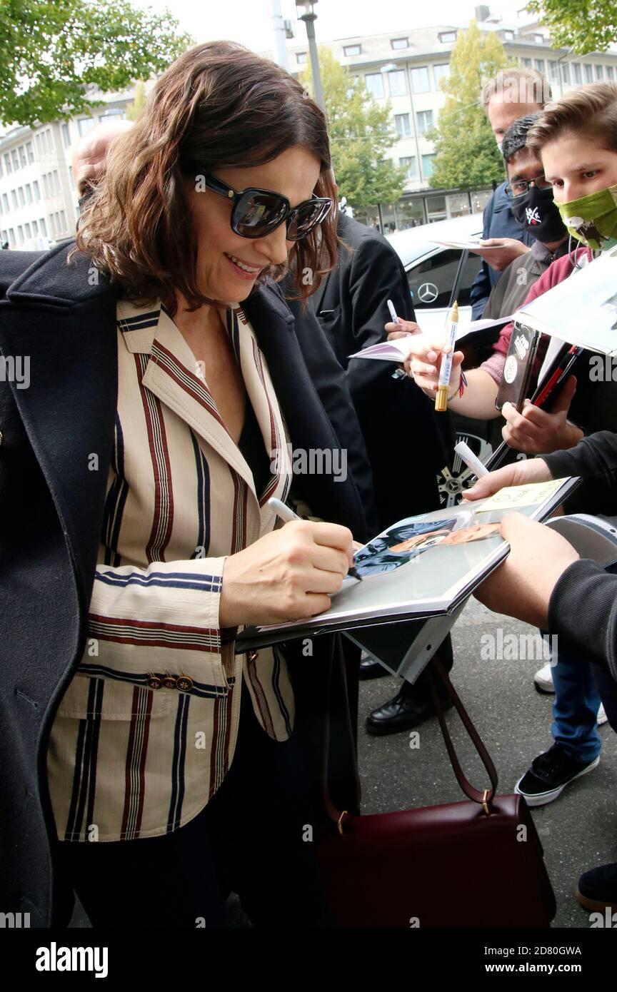 Juliette Binoche arriva al Master ZFF durante il 16° Festival del Cinema di Zurigo 2020 a Filmpodio il 1° ottobre 2020 a Zurigo, Svizzera Foto Stock