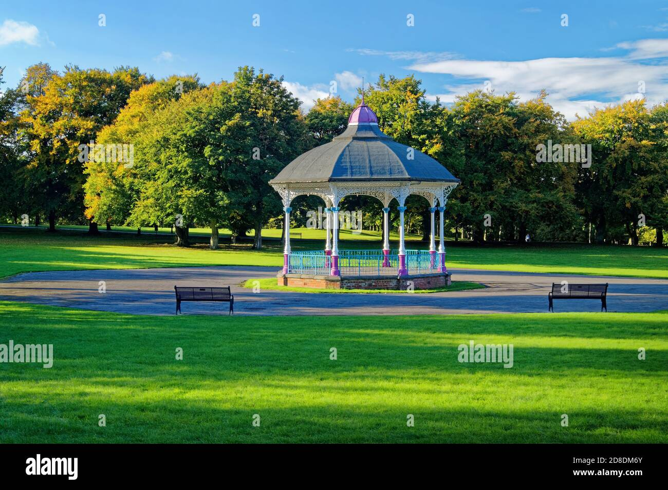 Regno Unito, South Yorkshire, Barnsley, Locke Park Bandstand Foto Stock