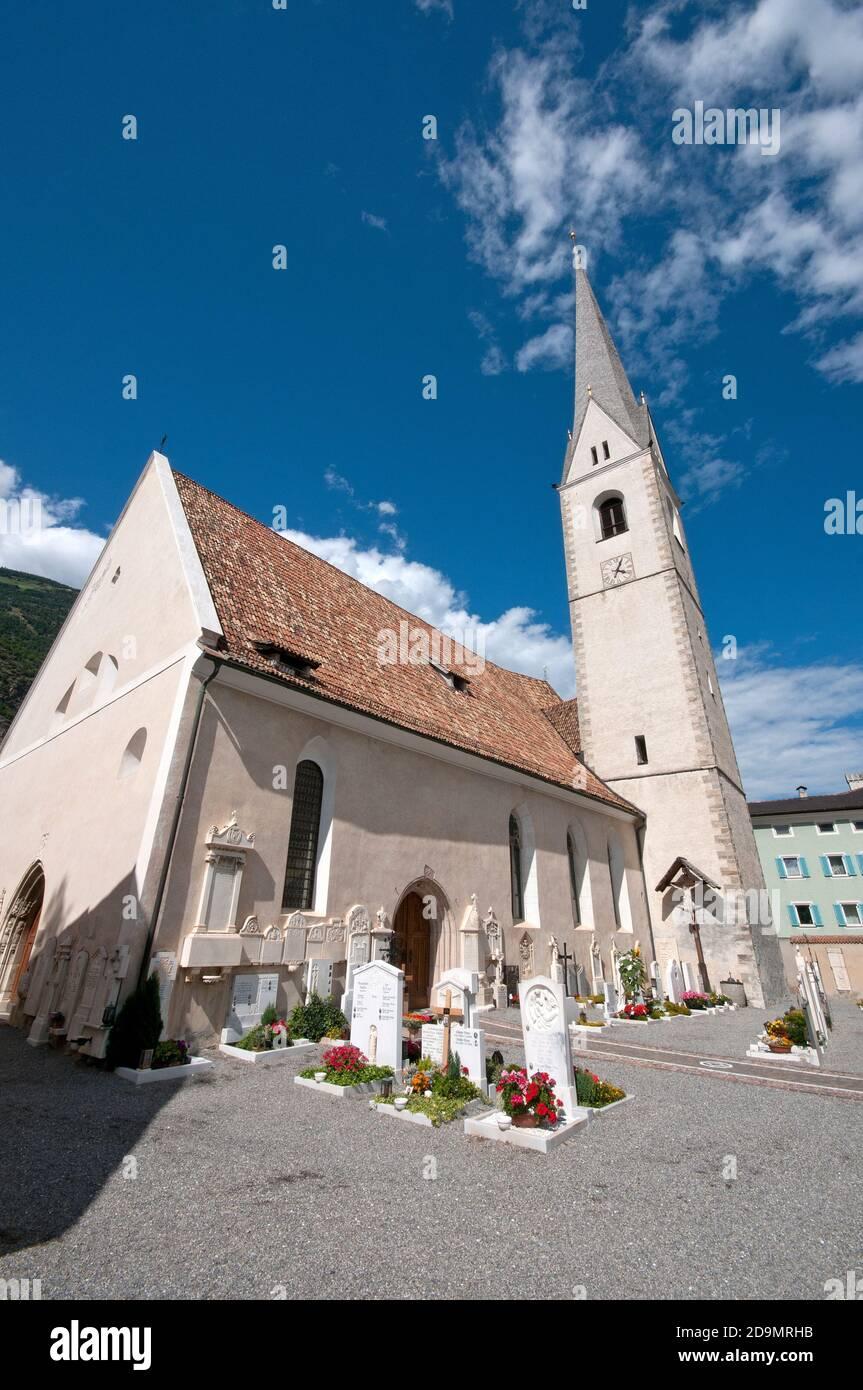 Chiesa parrocchiale di SS Pietro e Paolo, Laces, Val Venosta (Vinschgau), Bolzano, Trentino-Alto Adige, Italia Foto Stock