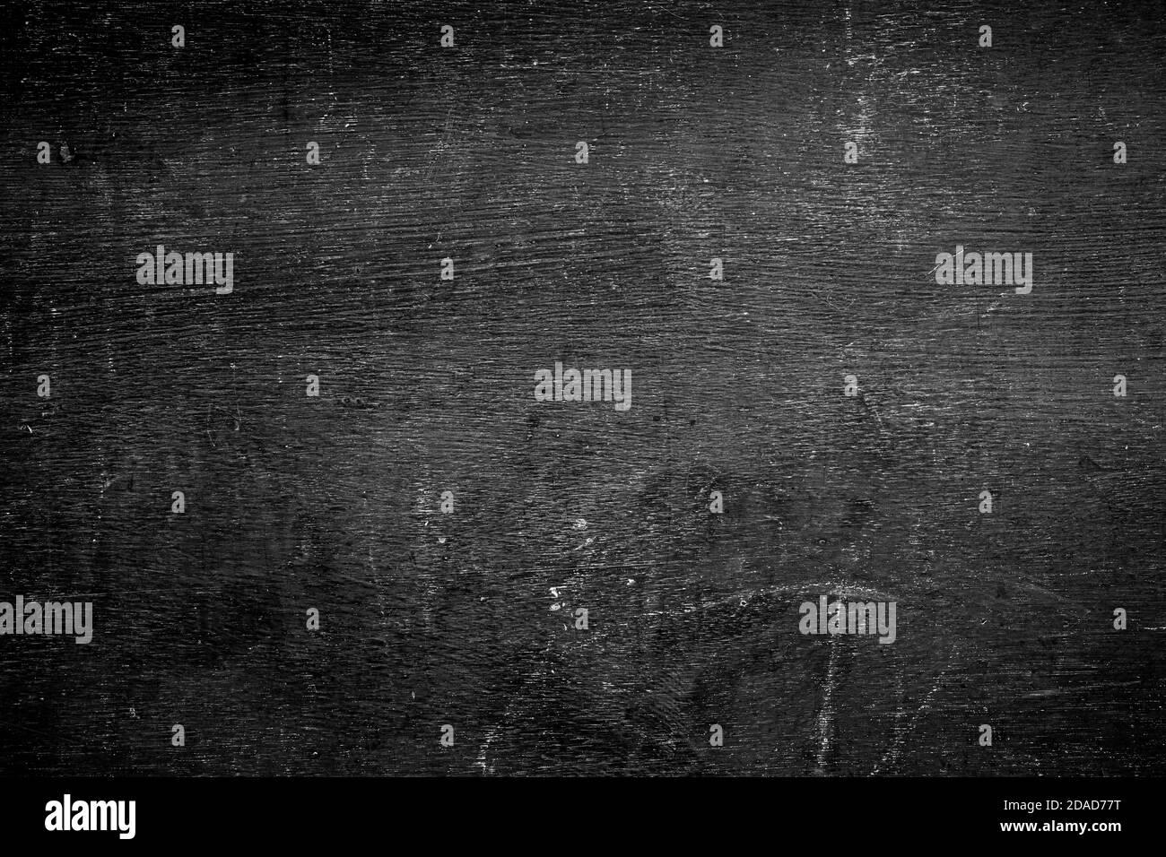 Fronte vuoto sfondo nero reale lavagna texture in concetto college per sfondo bambino torna a scuola per creare bianco gesso testo disegnare grafica. Foto Stock