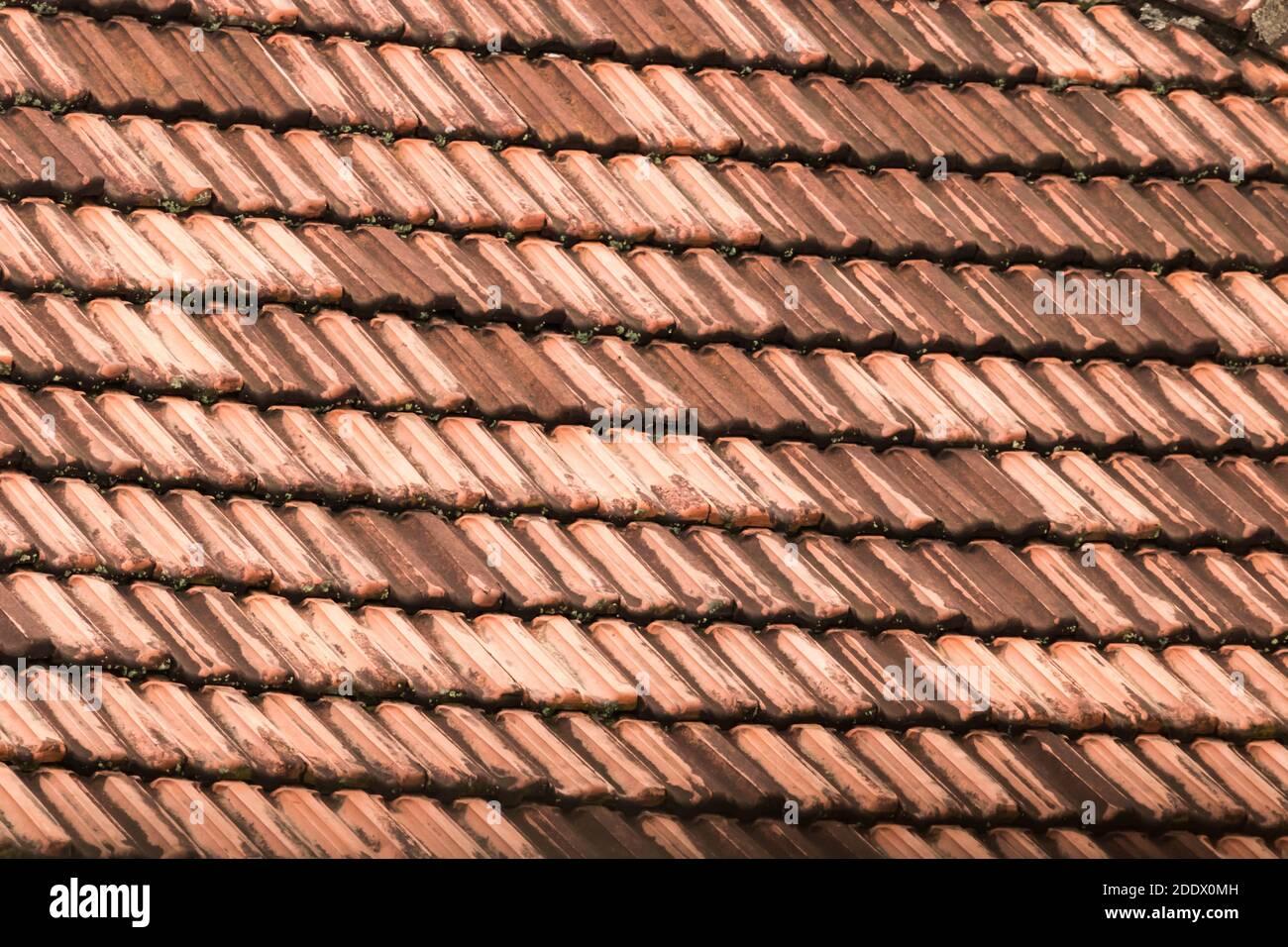 Un vecchio tetto di Tile Foto Stock