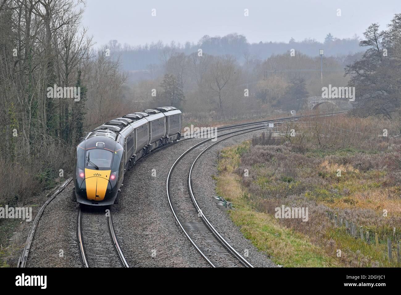 GV del villaggio di Kintbury, vicino a Hungerford, Berkshire - linea ferroviaria, mercoledì 2 dicembre 2020. Foto Stock