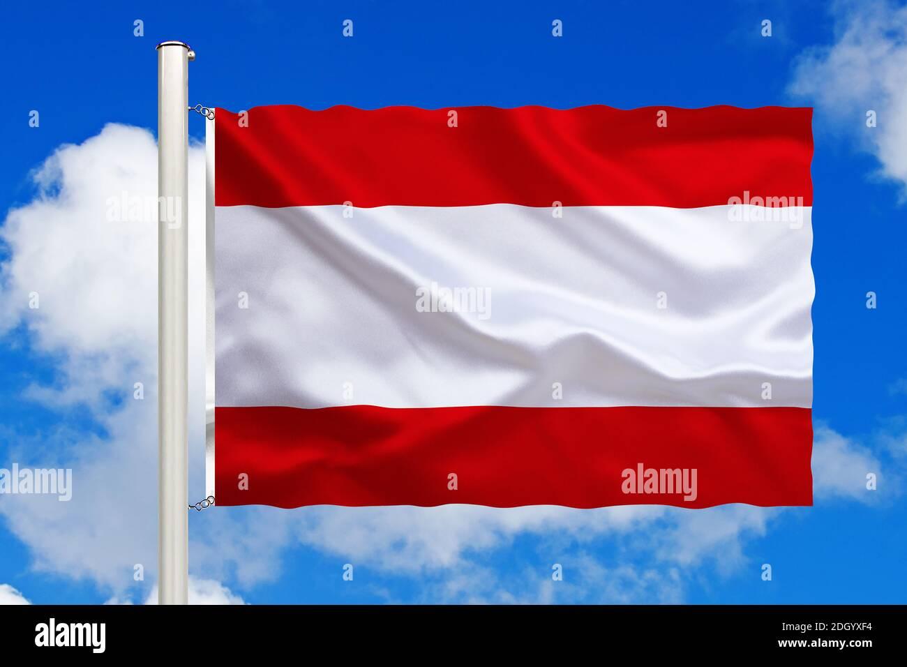 Französich-Polynesien, Tahiti, Südsee, Nationalfahne, Nationalflagge, Fahne, Flagge, Flaggenmast, Cumulus Wolken vor blauen Himmel, Foto Stock