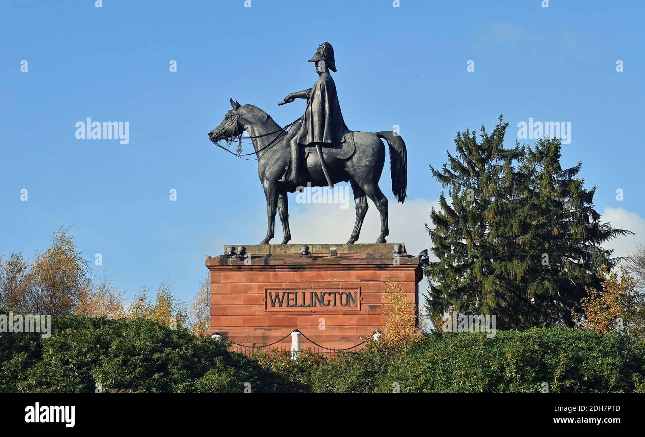 Foto per una caratteristica su Wellesley Woodland, Aldershot - Autunno weekend passeggiate. La statua di Wellington. Foto Stock