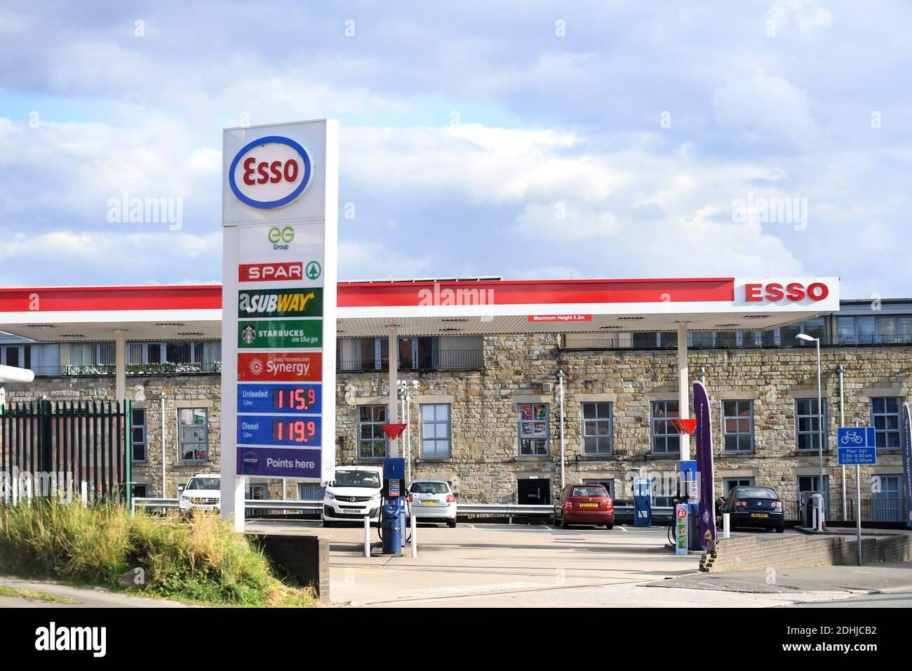 GV di esso SPAR Euro Garages su Brandlesholme Road, Bury, giovedì 1 ottobre 2020. La catena di supermercati Asda deve essere venduta a due fratelli da Blackburn in un affare del valore di £6,8 miliardi. I nuovi proprietari, Mohsin e Zuber Issa, che hanno sostenuto la società di investimento TDR Capital, hanno fondato il loro business Euro Garages nel 2001 con un unico distributore di benzina a Bury che hanno acquistato per £150,000. Il commercio ora ha intorno ai luoghi in Europa, negli Stati Uniti e in Australia e le vendite annuali di circa £18bn. Foto Stock