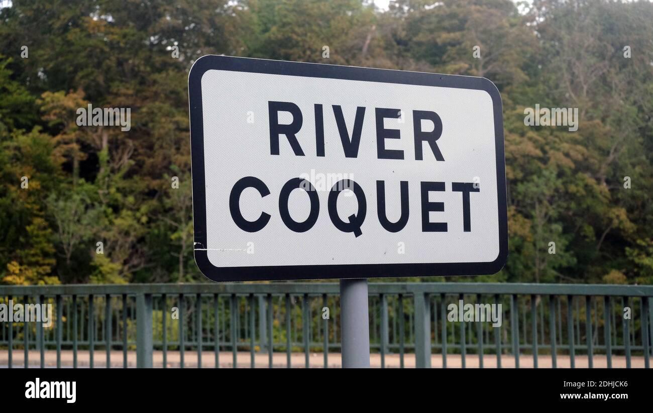 Segno per il Coquet a Warkworth.Sabato 3 ottobre 2020. Foto Stock