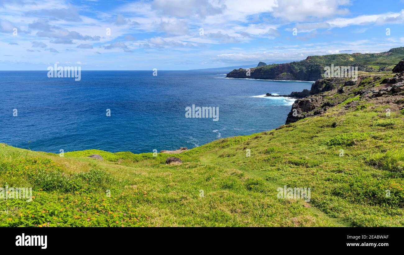 Poelua Bay - una vista panoramica della soleggiata e tranquilla Poelua Bay, all'estremità nord-est di Maui ovest. Hawaii, Stati Uniti. Foto Stock