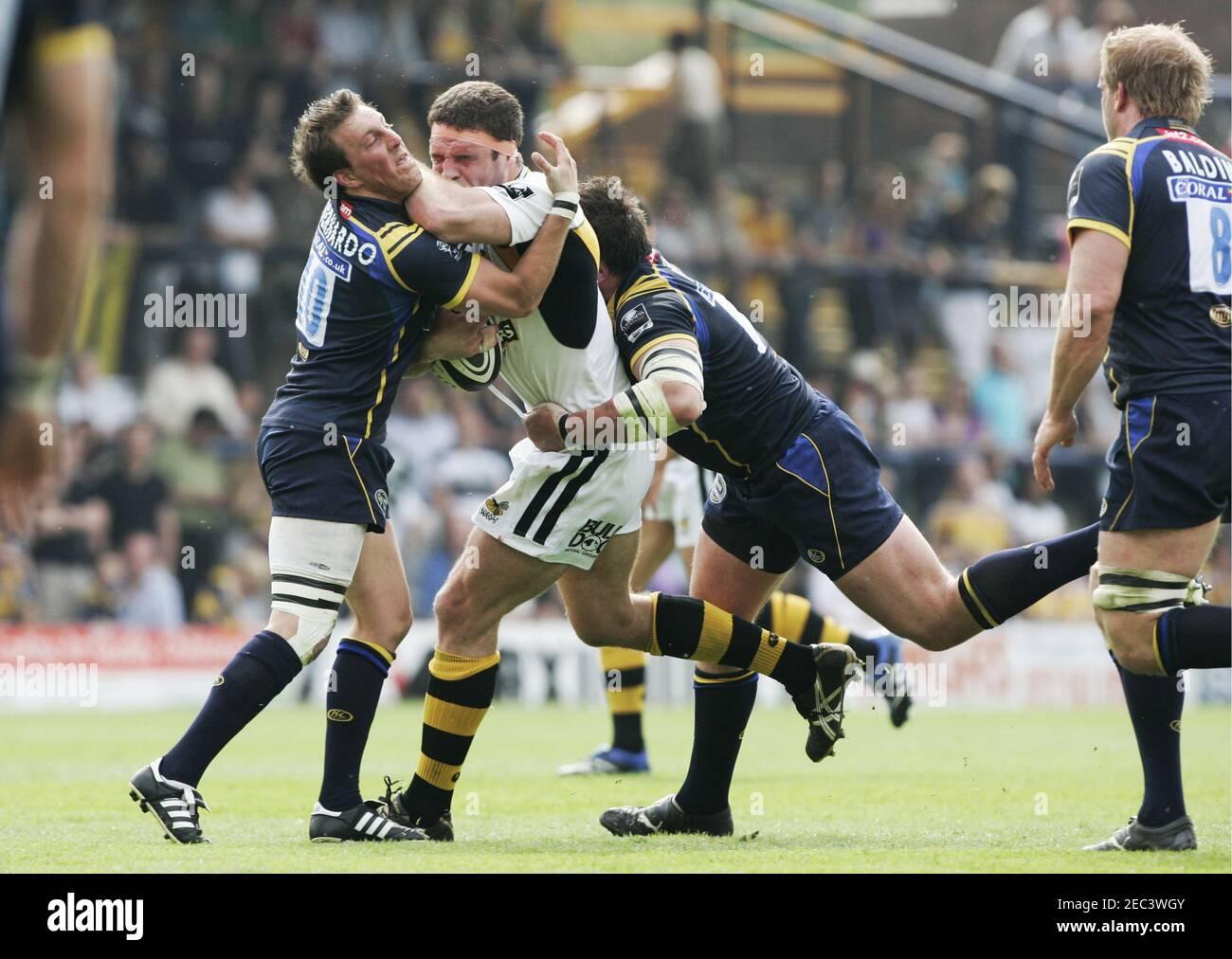 Rugby Union - Leeds Carnegie / London Wasps Guinness Premiership - Headingley Carnegie - 10/5/08 Joe Worsley - London Wasps in azione contro Alberto di Bernardo - Leeds Carnegie (L) Mandatory Credit: Action Images / Lee Smith Foto Stock