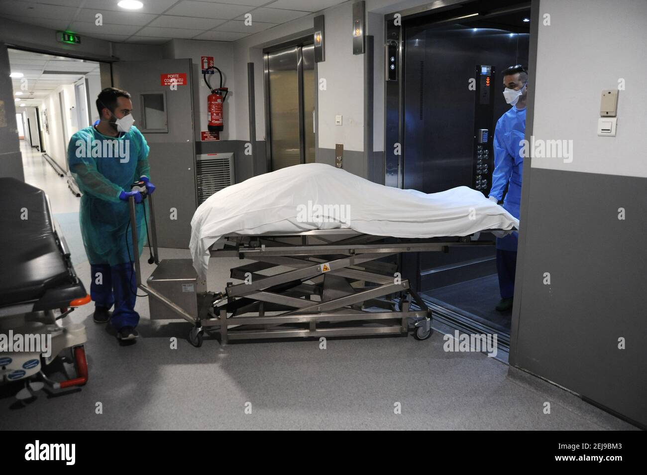 Covid-19 morti in ospedale Foto Stock