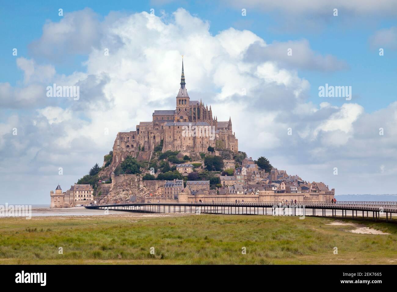 Il Mont Saint-Michel è un'isola marea e comune continentale in Normandia, Francia. Foto Stock