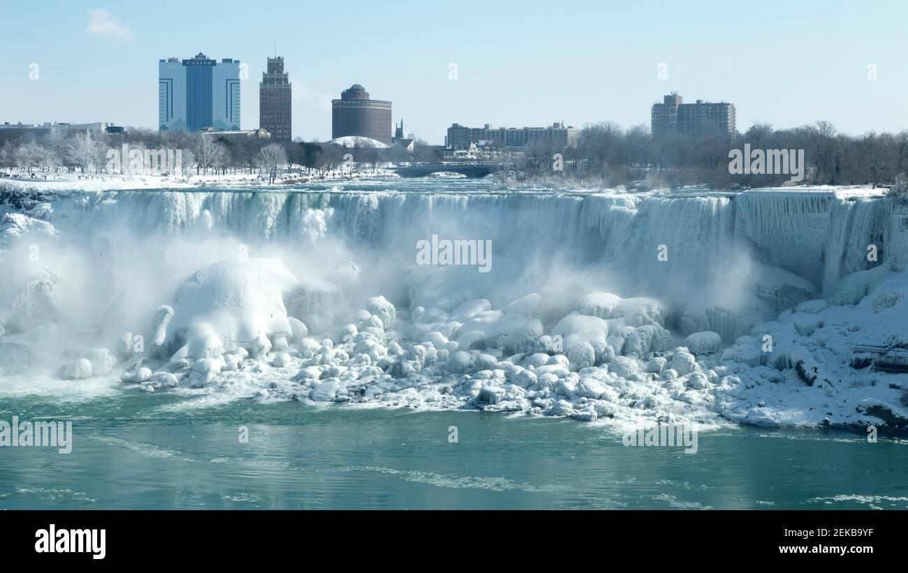 Cascate del Niagara Ontario in Canada. Cascate del Niagara in inverno vista delle cascate Americane dal lato canadese. Foto Stock