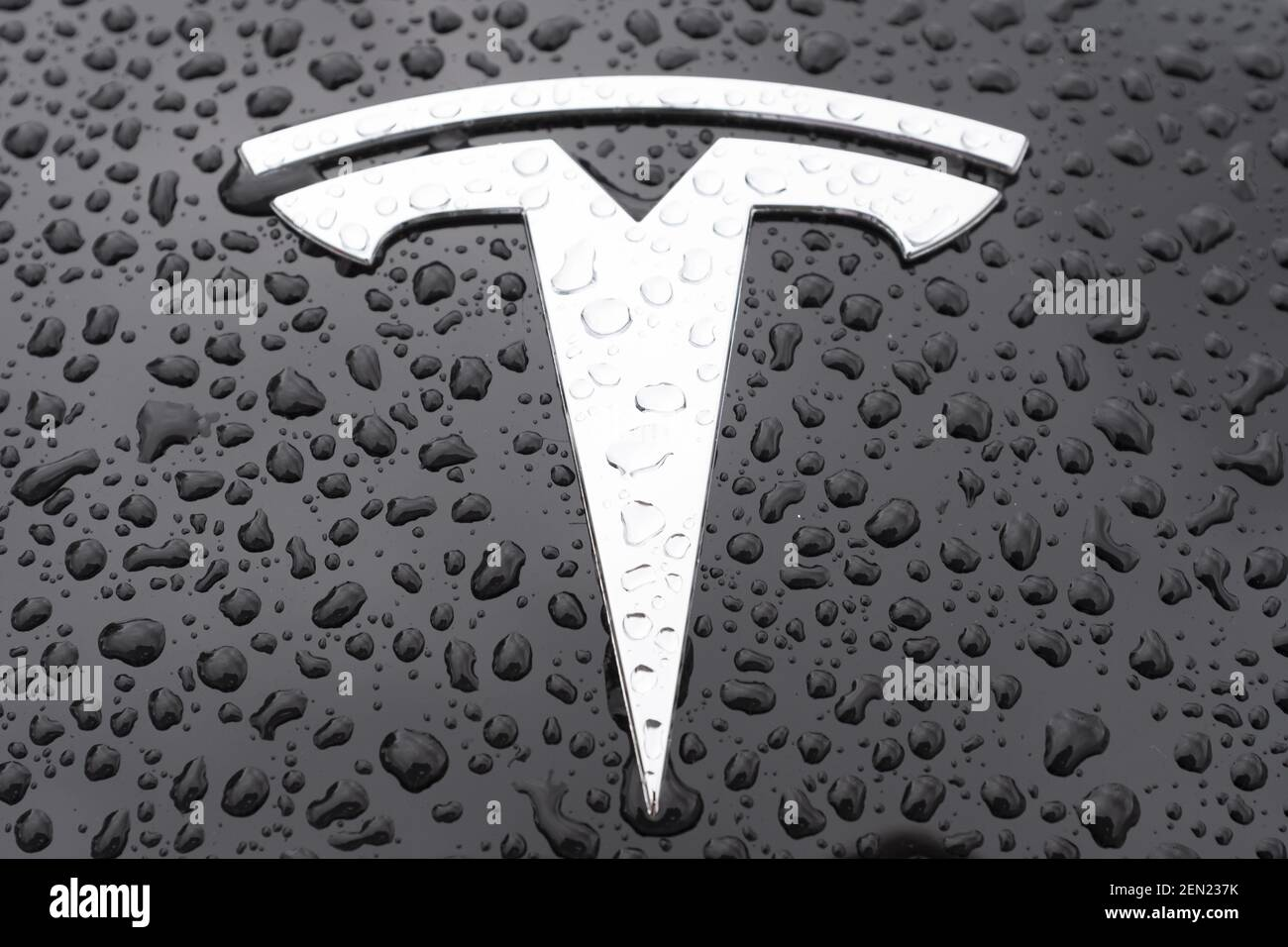 Un'auto Tesla Model 3 è stata presentata in uno showroom a Palo Alto, California, Stati Uniti il 21 maggio 2019. Tesla annuncia che sta riducendo il SUV Model X per 2,000 dollari e l'auto Model S per 3,000 dollari dopo aver sollevato preoccupazioni circa l'affievolimento dell'interesse per le sue auto e aver perso finora il 38% nel mercato azionario di quest'anno. (Foto di Yichuan Cao/Sipa USA) Foto Stock