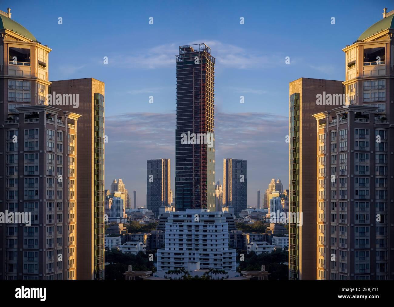Edificio astratto della proprietà della città capitale in vista di mattina sfondo. Vista dello skyline della città dalla finestra dell'ufficio. La lucentezza sfocata bokeh architettura reale Foto Stock