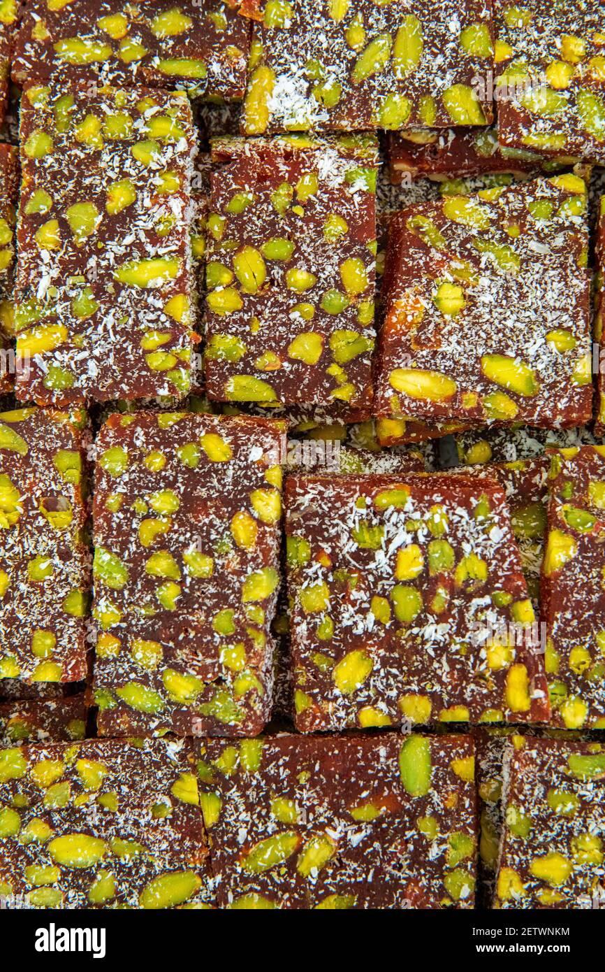 Dessert turco tradizionale o deliziare Cezerye per la vacanza ramadan. Foto Stock