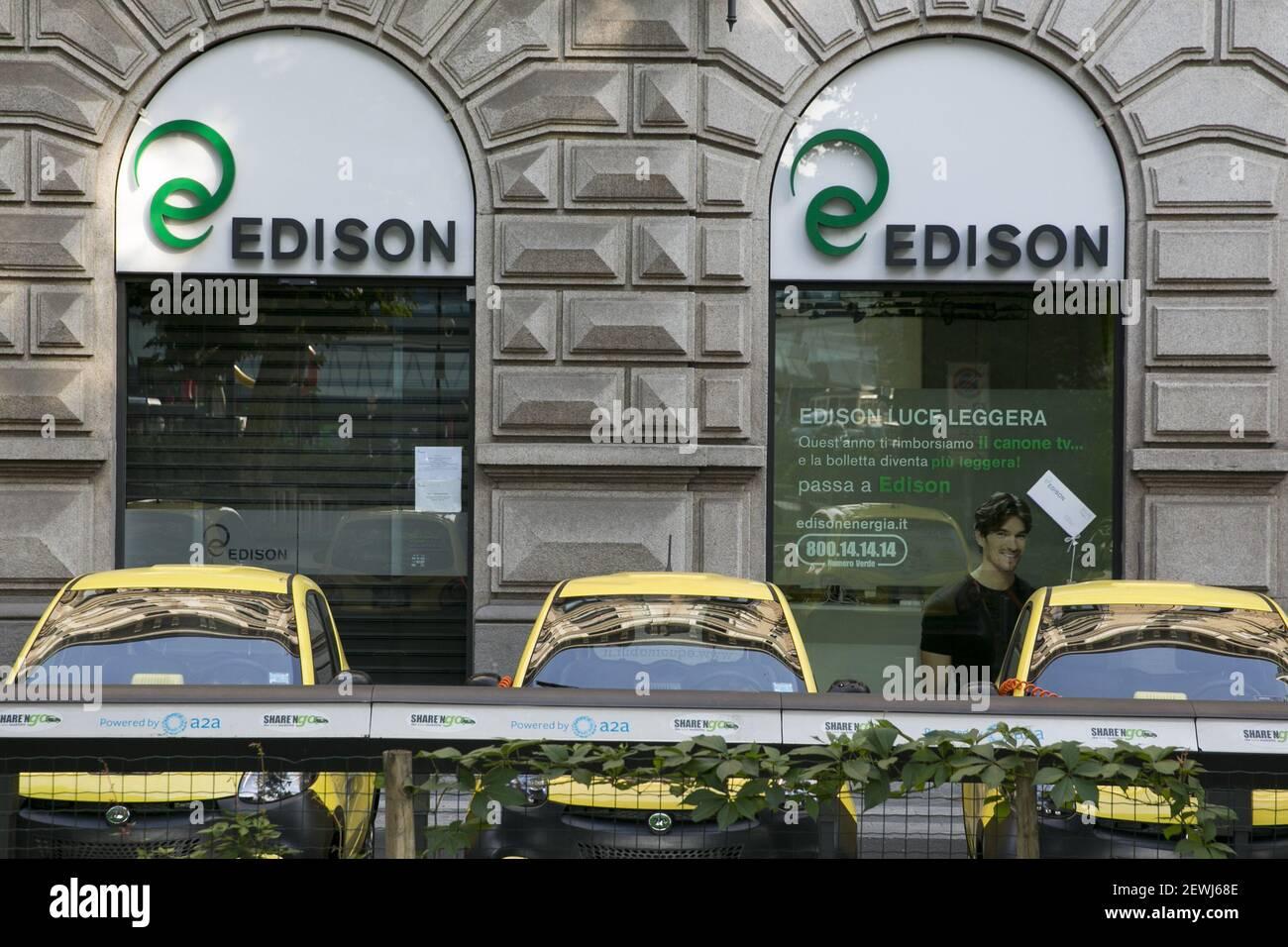 Un Logo Segno Al Di Fuori Della Sede Di Edison S P A Di Milano In Italia Il 3 Settembre 2016 Foto Stock Alamy