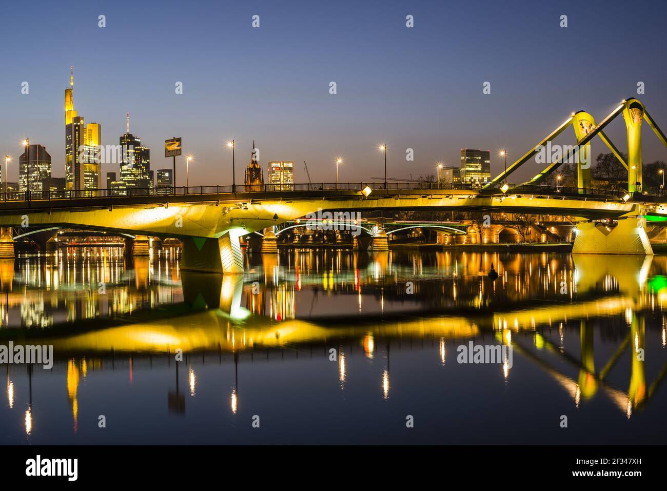 Geografia / viaggio, Germania, Assia, skyline, Floesserbruecke (Ponte mobile), Distretto bancario, Francoforte sul mai, Freedom-of-Panorama Foto Stock