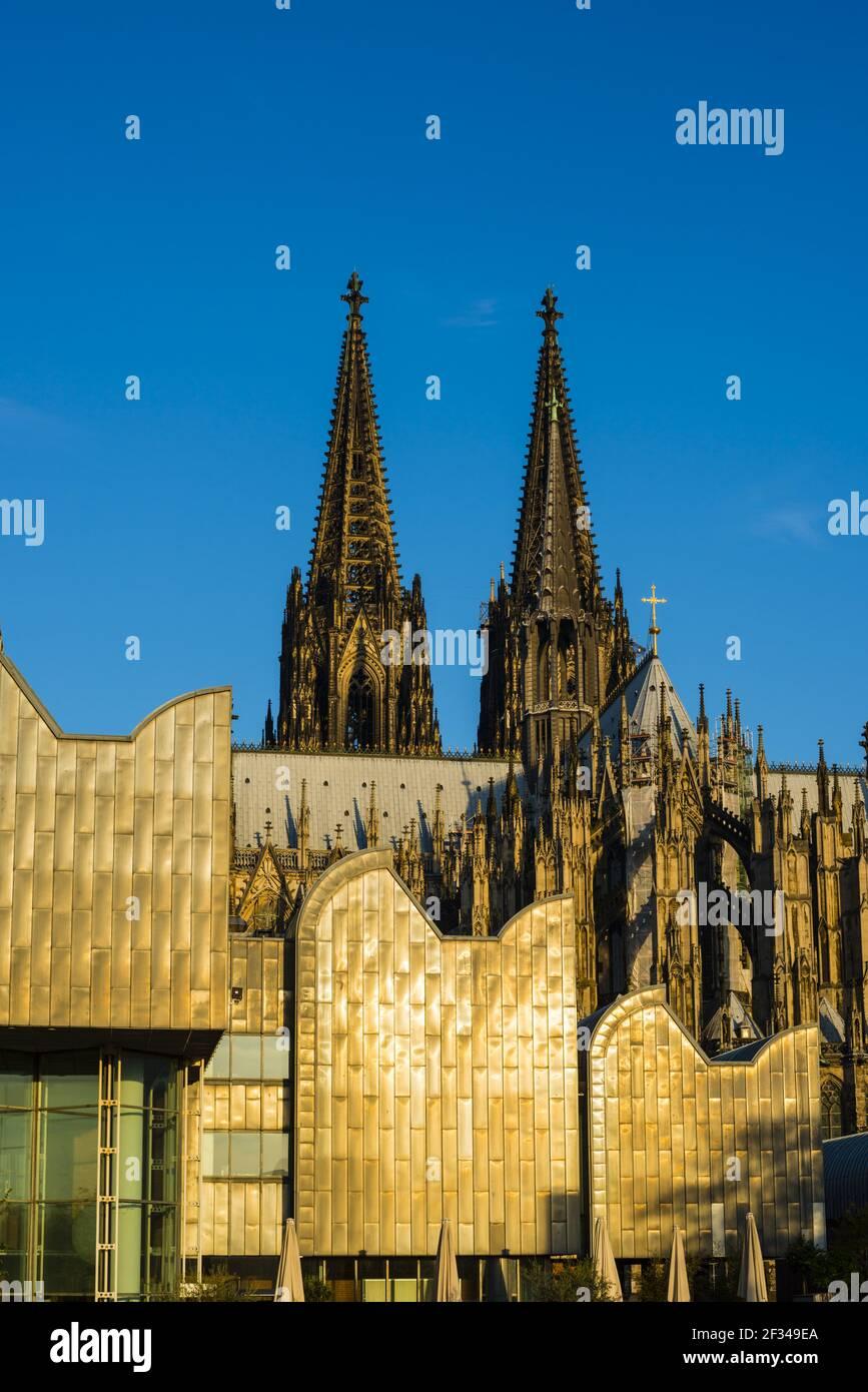 Geografia / viaggio, Germania, Nord Reno-Westfalia, Cattedrale di Colonia, Museo Ludwig, Colonia, Freedom-of-Panorama Foto Stock