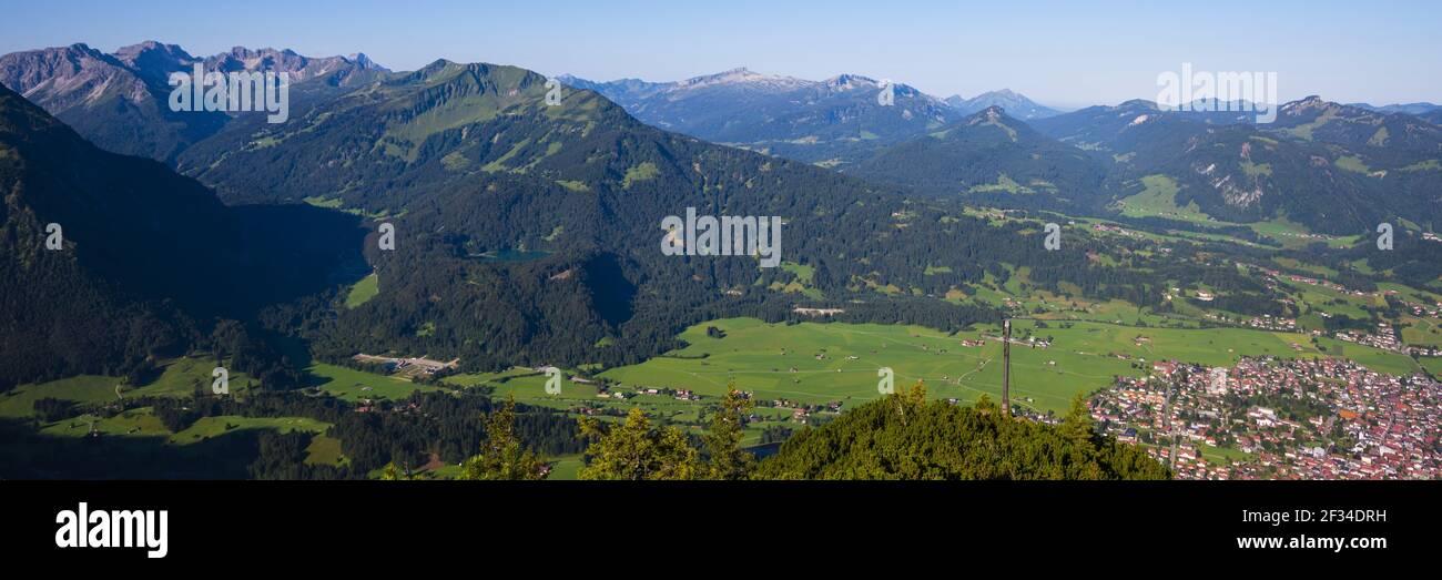 Geografia / viaggio, Austria, Vorarlberg, panorama dal Schattenberg (picco), 1692 m, al Fellhorn (picco), 2038 m, e Soeller, Freedom-of-Panorama Foto Stock